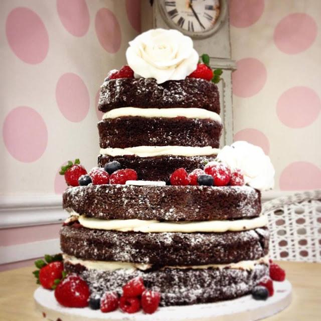 http://tienda.victoriascakes.es/pasteles-de-cumpleanos-personalizados/1986-pastel-naked-cake-con-frutas-naturales.html