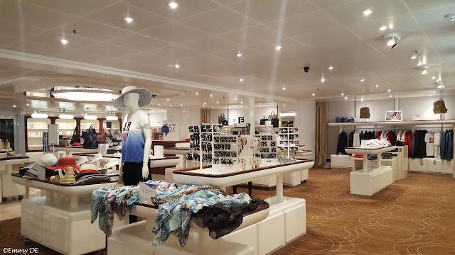 Shopping @ Costa neoRomantica by ©Emmy DE