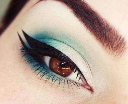 5 Trendiest Double Winged Eyeliner Styles
