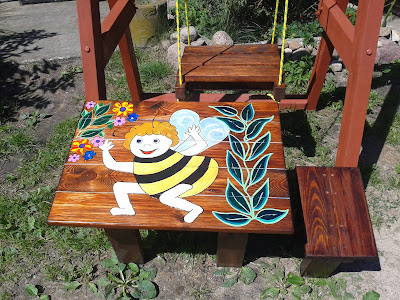 Hustawka i stoli dla dzieci
