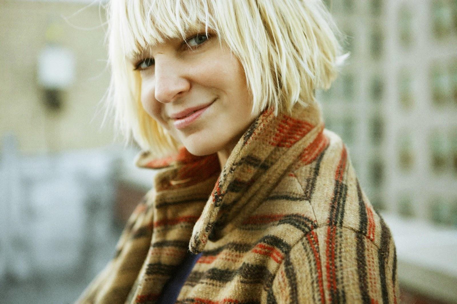 Sia Chandelier | Dalszöveg magyarul - Magyar fordítás - Lyrics ...