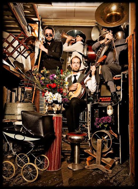 "Koncert ""L'orchestre d'hommes-orchestres Performs Tom Waits"""