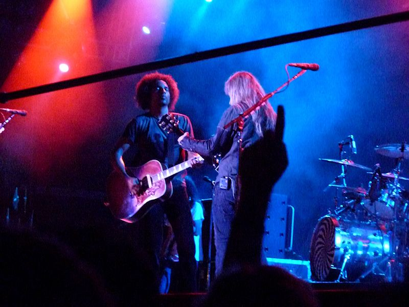 William DuVall i Jerry Cantrell na scenie.