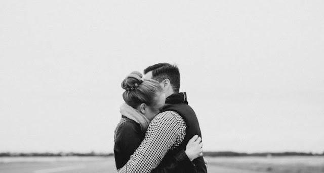 Το χάδι και η αγκαλιά μειώνουν το άγχος