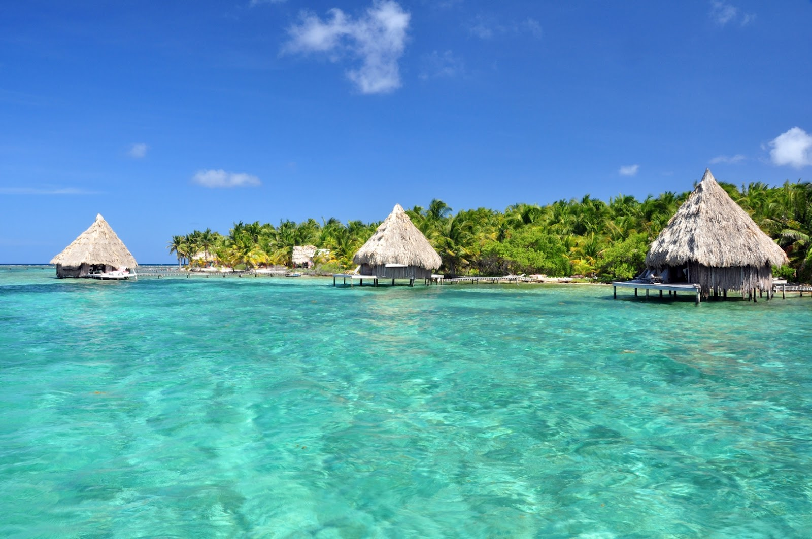 map of belize resorts with Show Map With One Foot Planted In on Cruise Ii Isla Roatan together with Review Of Fairmont Mayakoba further Ultimate Honeymoon Overview Of Destinations furthermore Les Meilleurs Spot Pour Faire De La Plongee En Apnee besides Blue Lagoon Island.