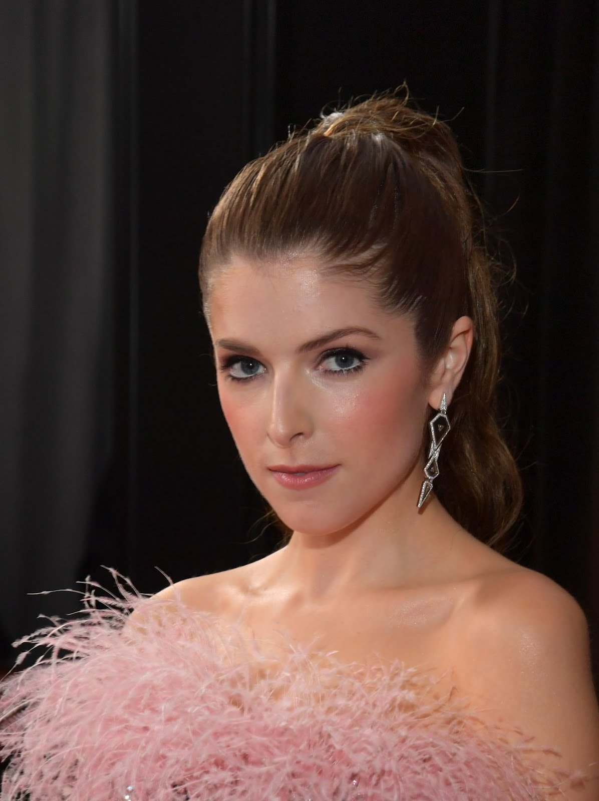 Anna Kendrick showoff her sexy legs At 61st Annual Grammy ...
