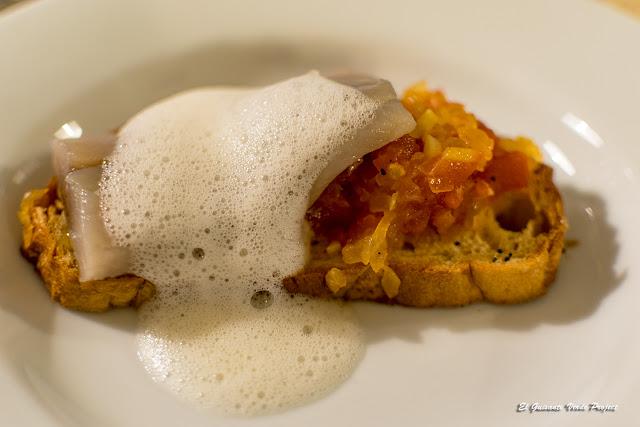 Tosta de tomate con concassé y arenque con aire de Manzana por El Guisante Verde Project
