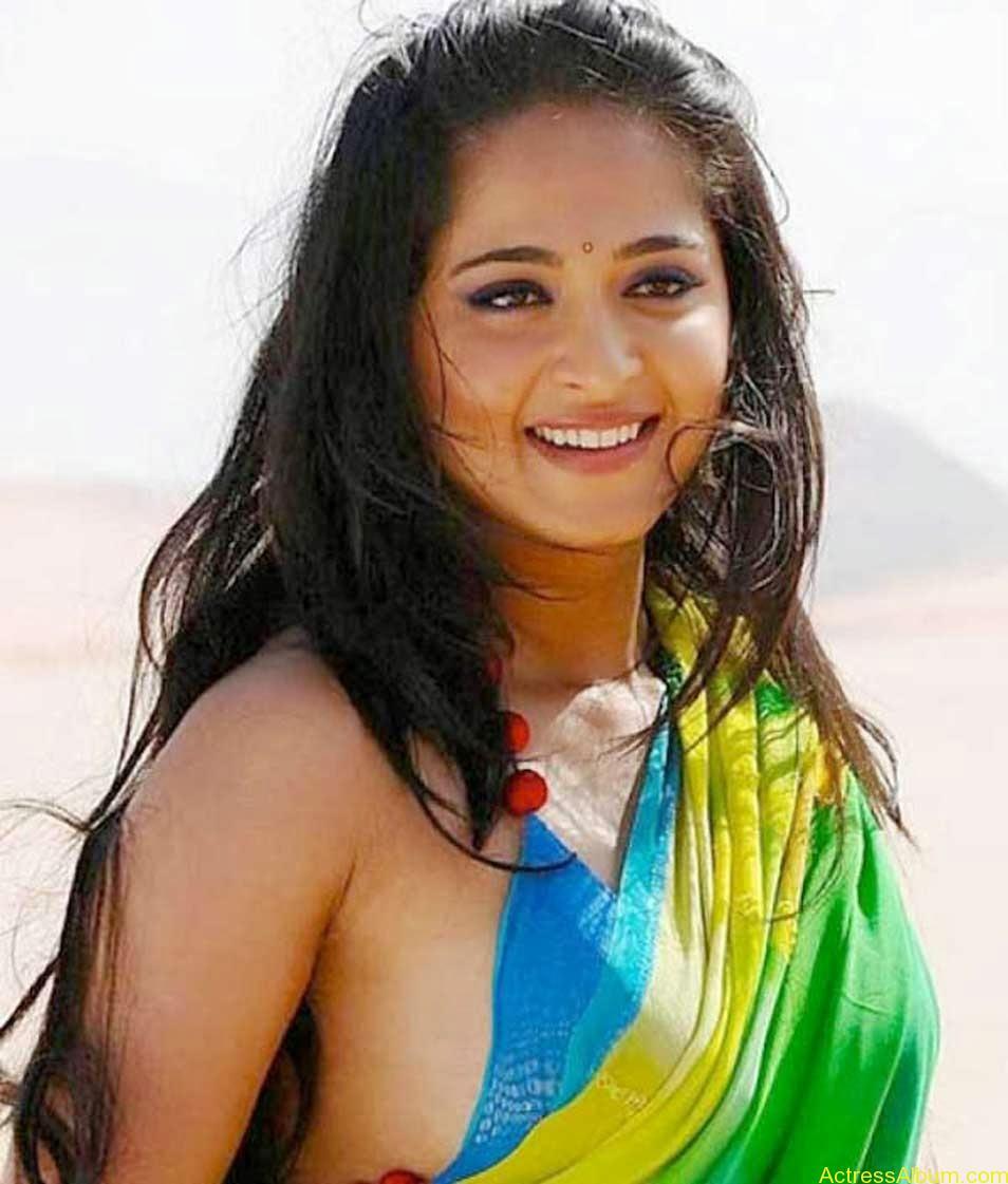 Hot Actress : ANUSHKA SHETTY HOT NAVEL IN SAREE