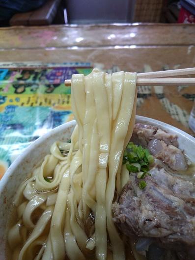 やかそば(特大)の平麺の写真