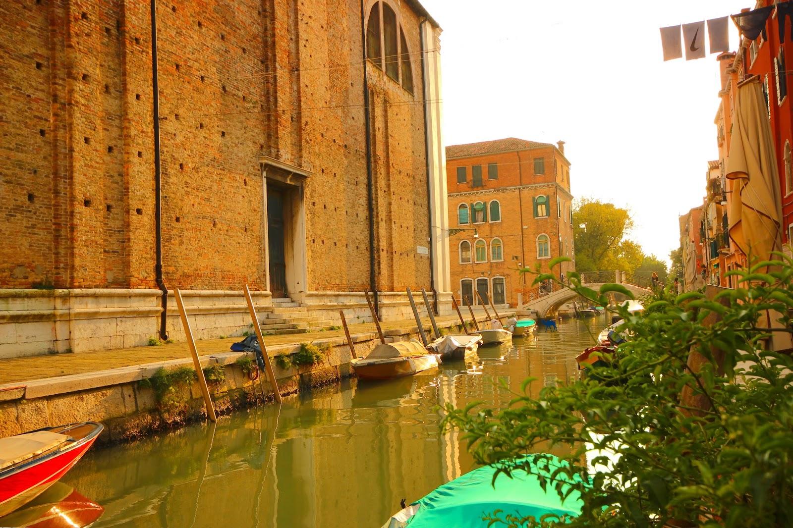 Le Chameau Bleu - Un des nombreux canaux de Venise Week end en Italie