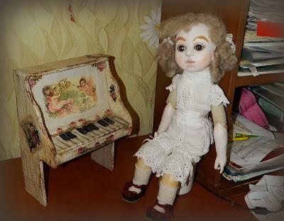 антикварное пианино во французском стиле