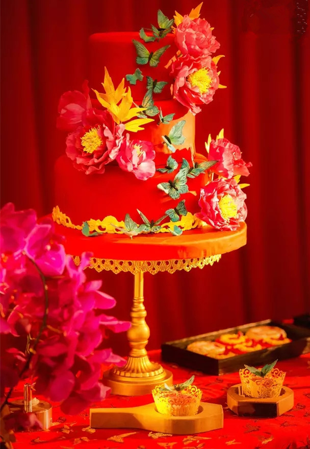 Chinese theme red gold wedding cake