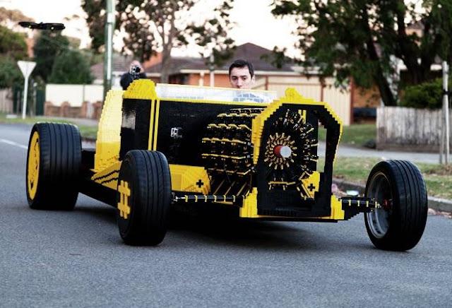 Carro em tamanho real com motor a ar - Lego (Imagem: Reprodução/Cool Material)