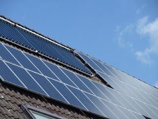 Gewinnung von Solarstrom bei rund zwölf Sonnenstunden