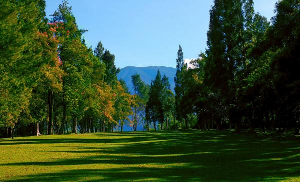 tempat wisata sukabumi taman selabintana