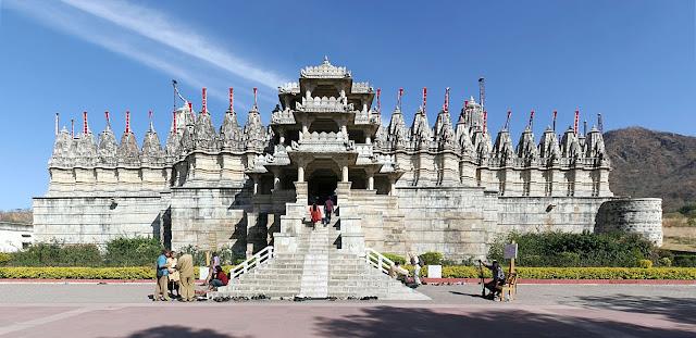 Nhắc đến Ấn Độ là nghĩ ngay đến những ngôi đền Hindu, không chỉ có lối kiến trúc tinh xảo độc đáo mà còn tạo được ấn tượng mạnh bởi những chi tiết chạm trổ tinh xảo cùng với giá trị văn hóa - lịch sử lâu đời.