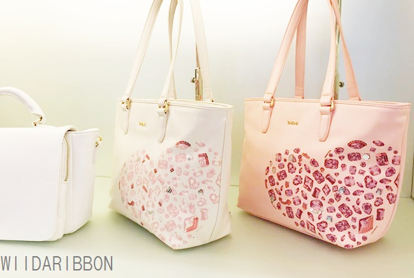 Most Of The Las For Sure Would Fall In Love With This Lovely Design Stone Comfortable Wearable Handbag