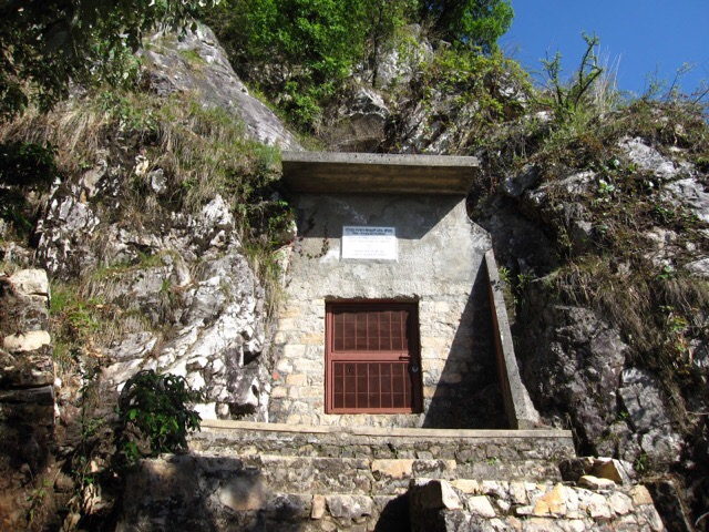 Babajis Cave Dunagiri India