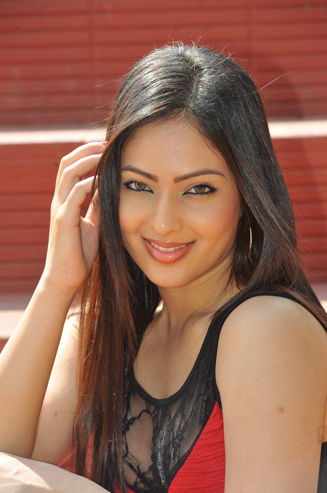 mp3downloadsplaza: Nikesha Patel Hot Photos