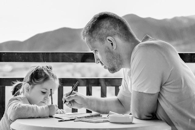 ¿Cómo la presencia del hijo influye en la biología del padre?