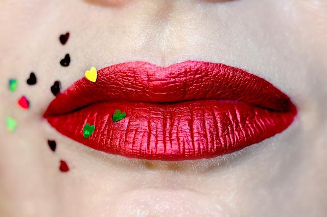 Lime crime Metallic Velvetines Red hot свотчи отзыв, стойкая помада, помада-металлик,Лайм крим, красные губы, ретро макияж