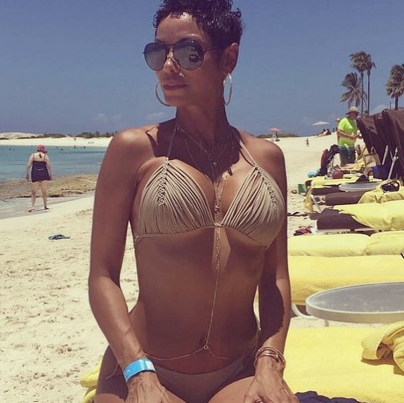 Nicole-Murphy-showcases-her-hot-body-in-new-photos-5