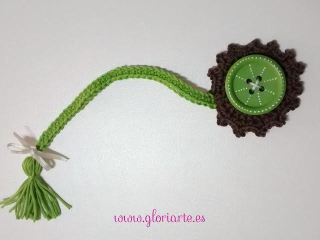 marcapaginas de crochet con forma de flor