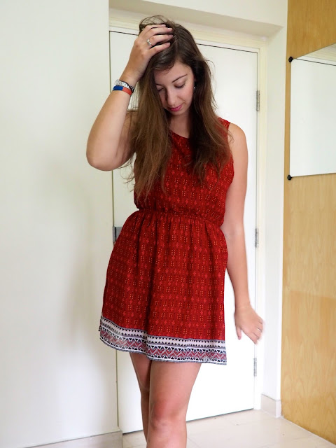 Feel the Sunshine | outfit of a short red patterned summer dress with cut out back