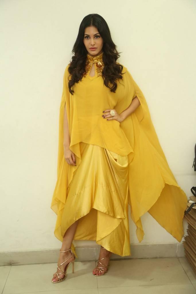 Amyra Dastur Looks stunning Beautiful in yellow