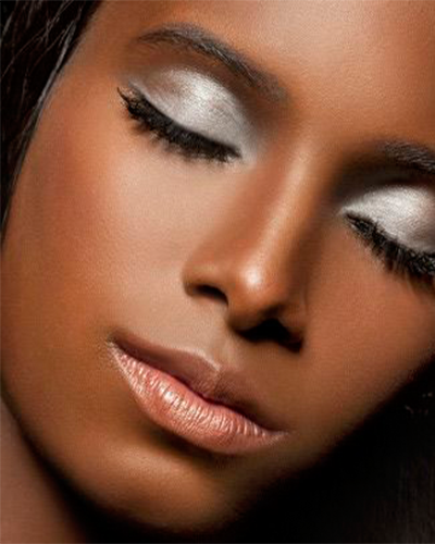 Foto 8 - inspiração maquiagem prata na pele negra