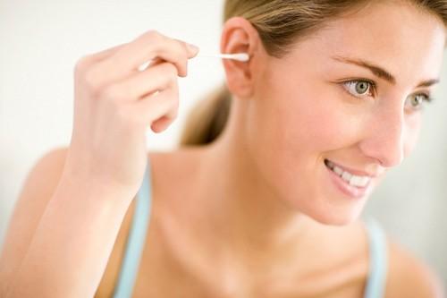 Bí quyết lấy ráy tai cực nhanh không cần dụng cụ ngoáy