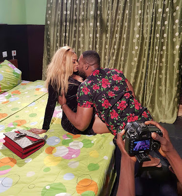 'Ashewo oshi'- Angry Nigerians call out Mercy Aigbe for 'sleeping' with divorced actor (Photos)