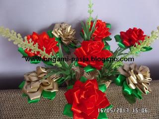 kwiaty, dzień matki, urodziny, dzień babci, na cmentarz, dzień ojca, dzień dziadka, róże, czerwone, złote, zieleń, sztuczne, kanzashi, rękodzieło, handmade, wstążka, satynowa, atłasowa,