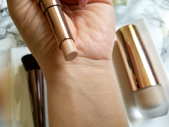 Review Swatches nude by nature - Flawless Concealer - 2.5g - 19.95 Euro 05 Sand