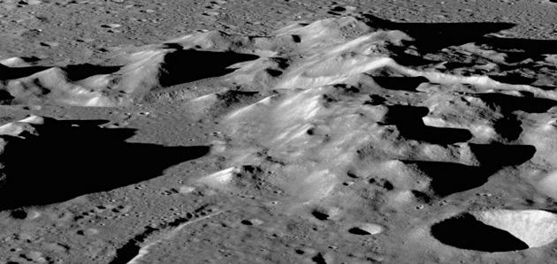 A band of rugged mountains form a rough central peak ring in Schrödinger Basin on the moon. Credit: NASA/Goddard Space Flight Center/Arizona State University