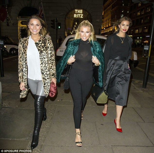 092245095a4 ... beautiful leopard print coat. As usual TOWIE s star looked absolutely  stunning as she stepped out with sister Billie and Ferne wearing knee high  boots