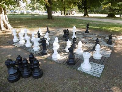 Jeux d'extérieur pour grands et petits enfants, jardins de Bridoire, malooka
