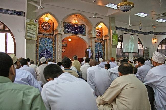 surah al kahfi Sholat Jumat dan jadwal Dhuhur bagi muslimah yang harus diketahui.