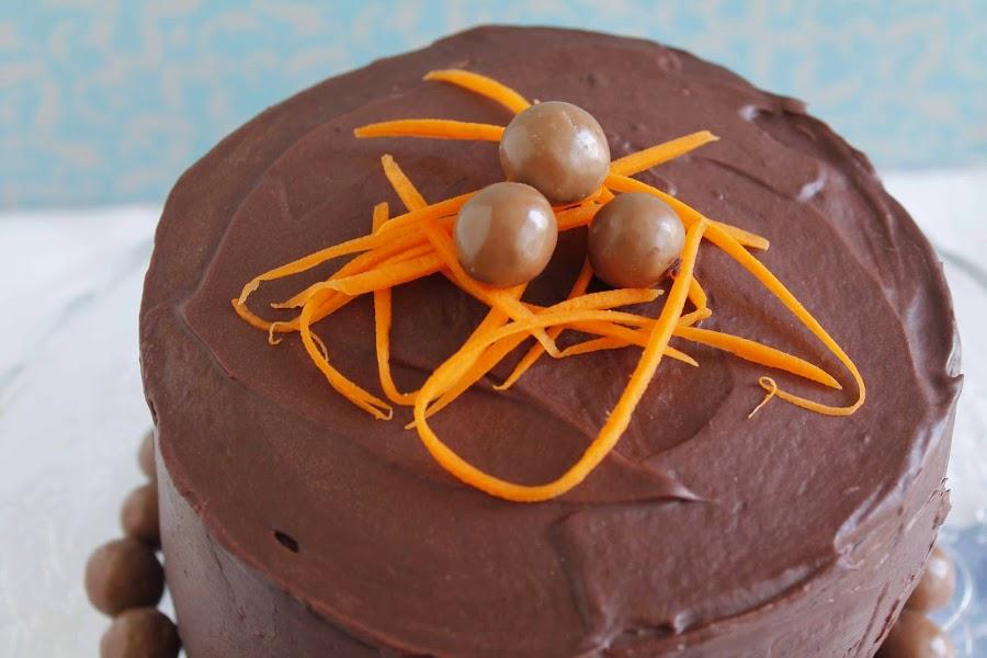 Chocolate zucchini carrot layer cake o Layer cake de chocolate, calabacín y zanahoria
