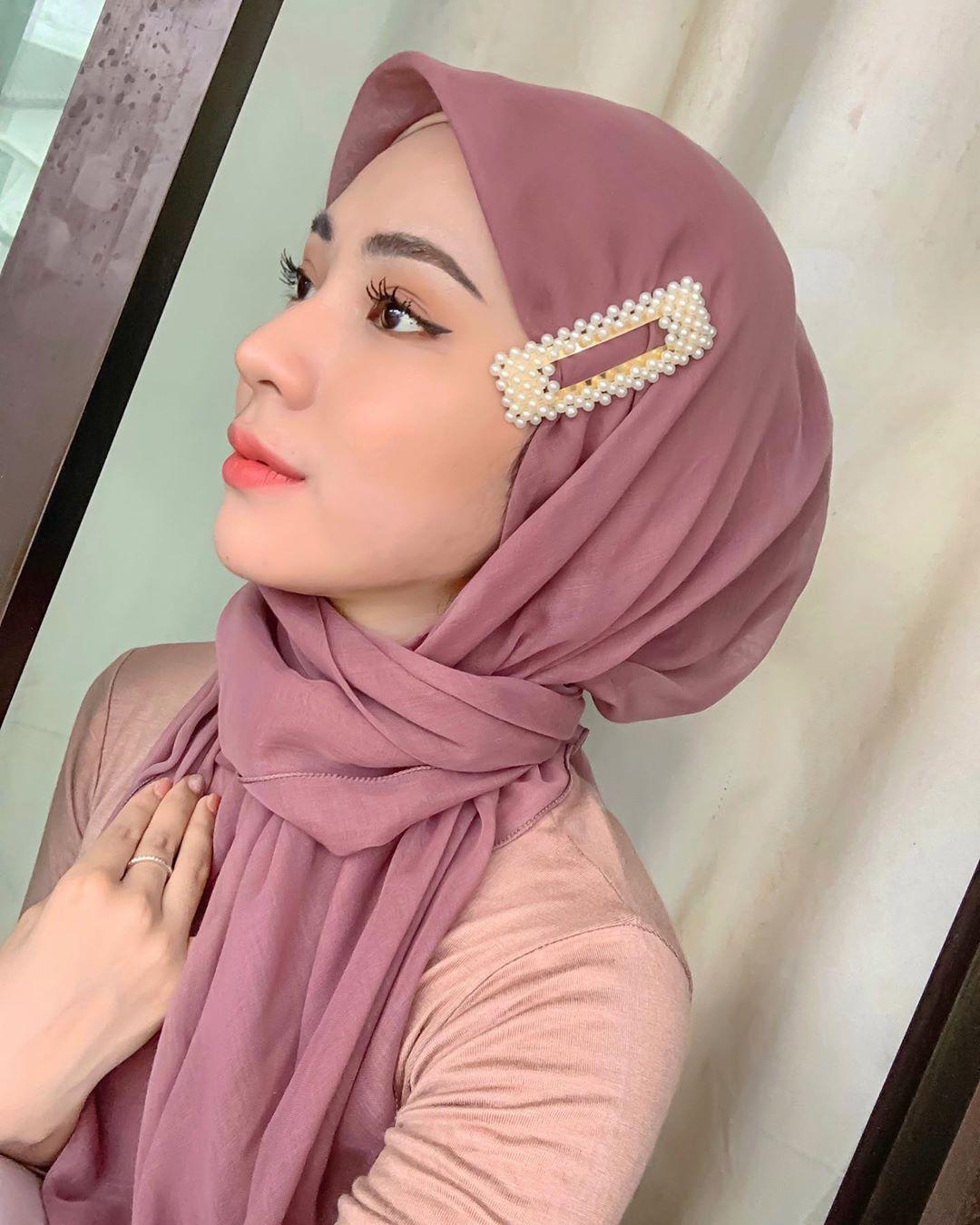 Trend Hijab Kekinian Gaya Jepit Jennie Alias Pashmina Jepit Pakai Yuk Sheblinks Blog Remaja Cewek