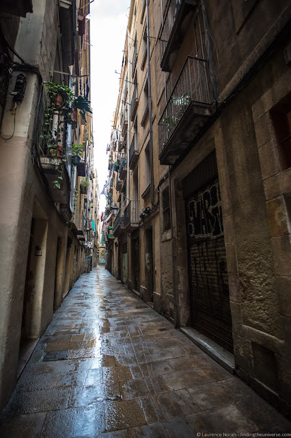 Gothic Quarter Barcelona_by_Laurence Norah