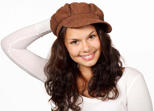 12 Penyebab & 15 Cara Mengatasi Rambut Rontok Secara Alami