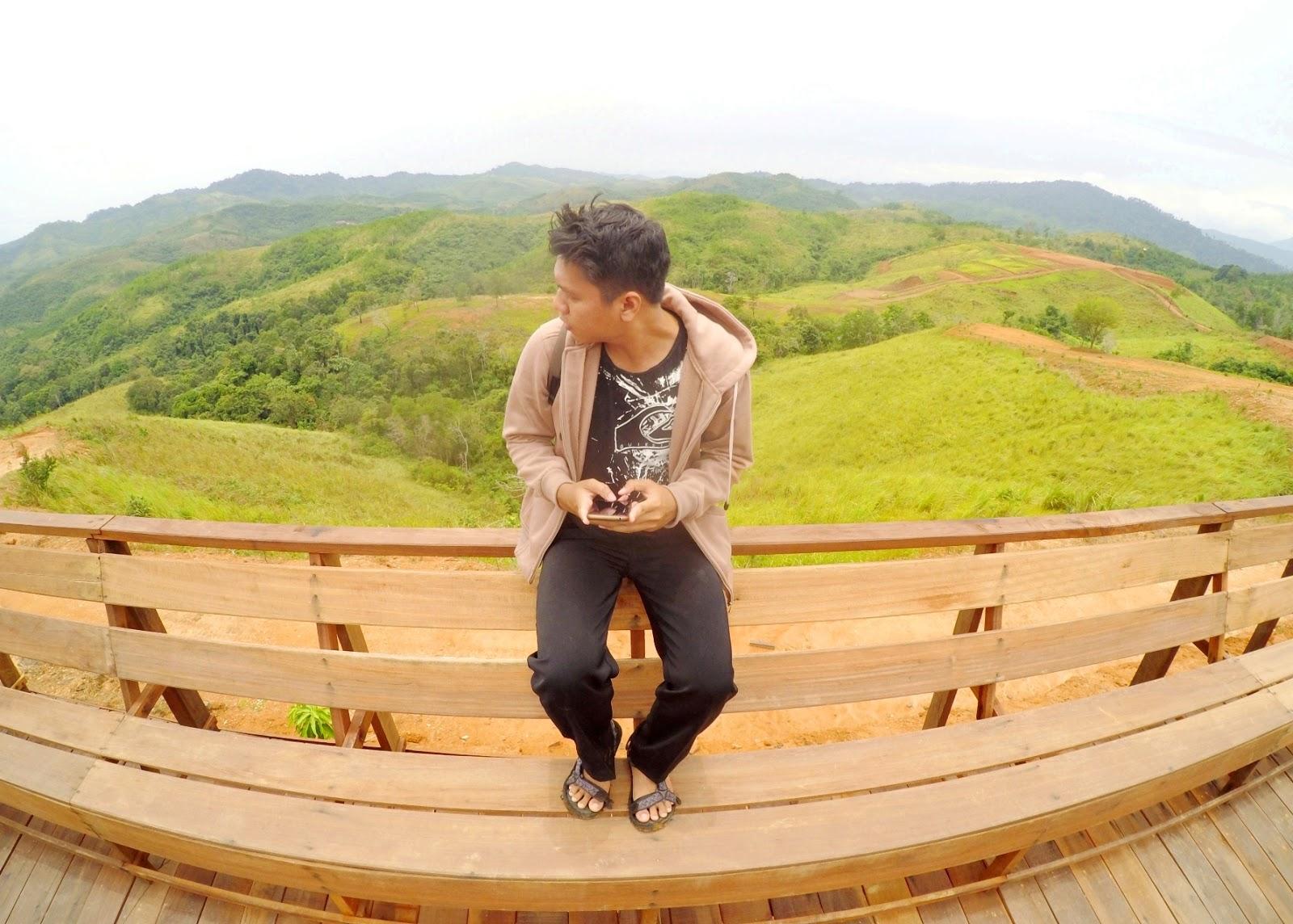 pada gunung mawar nampak jelas terlihat pemandangan bukit yang siap memanjakan mata wisatawan berkunjung begitu juga dengan saat