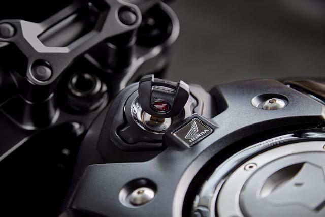 El switch principal de la Honda CB1000R 2018