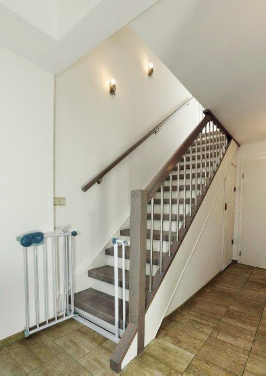 HK Treppenrenovierung - Treppe in Betongrau-Stone-Optik mit Edelstahlgeländer