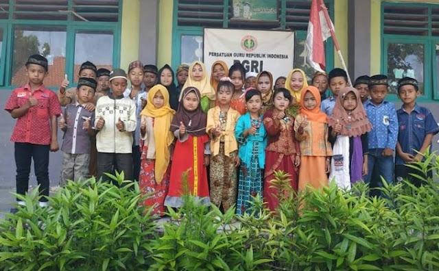 Peringatan Hari Kartini dalam Sebuah Lembaga Pendidikan