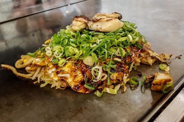El Okonomiyaki de Javier, con ostras :: Samsung Galaxy S7 | ISO160 | 4.2mm | f/1.7 | 1/30s