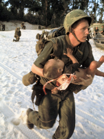 http://2.bp.blogspot.com/-nurtpGUgZIA/UDdCZl0aMQI/AAAAAAAABto/97I_HneMy9s/s1600/paul-schutzer-us-marine-medic-running-along-beach-with-injured-vietnamese-infant-under-fire-during-vietnam-war.jpg