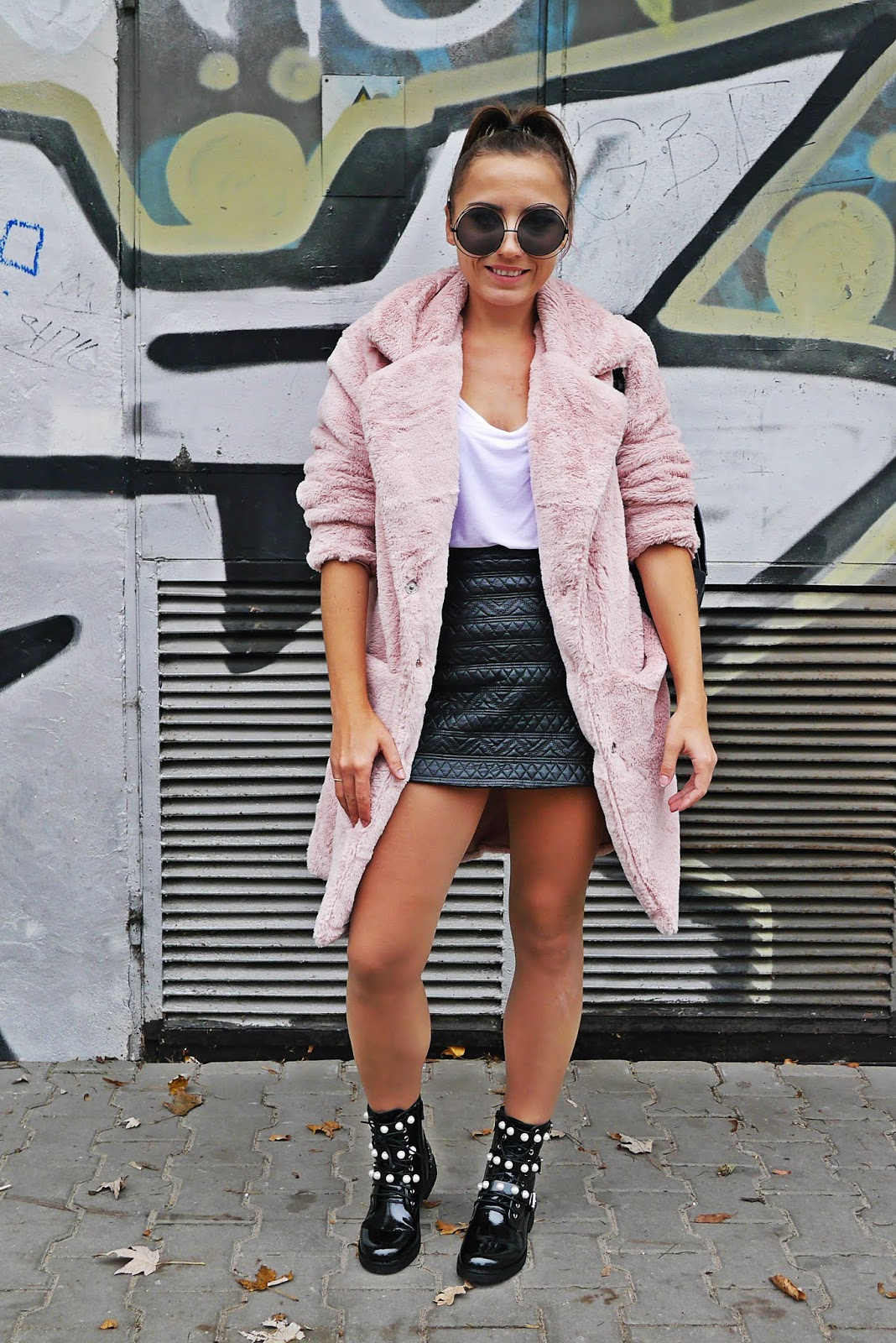 7_biker_boots_pearl_pink_fur_leather_skirt_outfit_karyn_blog_MOdowy_041118