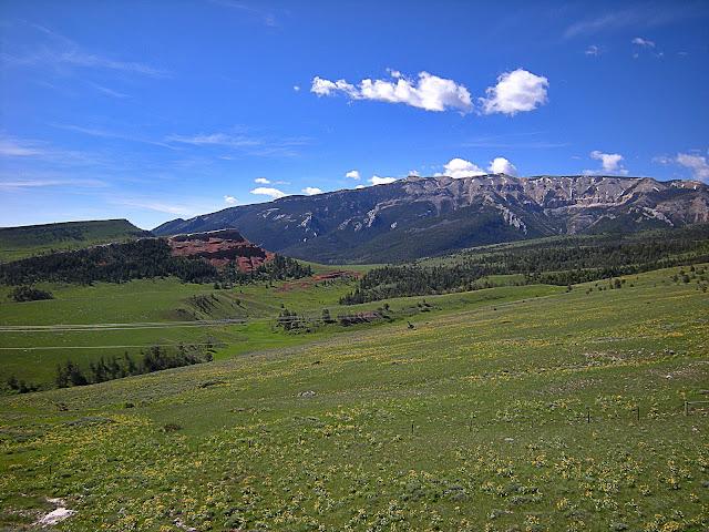 Cody Wyoming geology travel field trip folding anticline great unconformity Heart Mountain detachment Yellowstone Absaroka volcanic copyright RocDocTravel.com